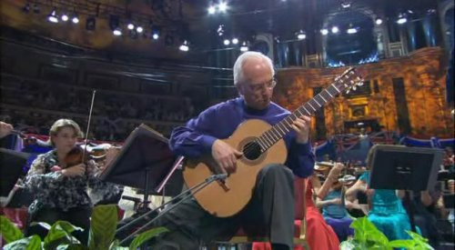 John Williams performing the Concerto de Aranjuez by Rodrigo in 2005 at the Prom Concerts